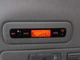 リアオートエアコン装備!後部座席のエアコンも温度調整可能となっており、快適にお乗りいただけます。
