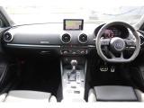 RS3セダン 2.5 4WD Mライド マトリクスLED レッドキャリパー
