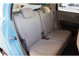 2列目シートも足元はゆったりしており快適にお座り頂けます!チャイルドシートの取り付けにも対応しており、後部座席にお乗りの方も楽しく広々と使用できます!!