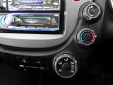 【マニュアルエアコン】手の届きやすい所で簡単操作のダイヤル式空調コントロールパネル。エアコン付きでオールシーズンお好みの温度調整ができ、快適なドライブ。快適空間で楽しいお出かけ、何処へ行きましょう♪