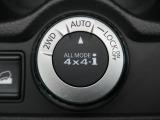 ●【切り替え式4WD】アクセルを踏むと同時に、4WDコンピュータが走行状況に応じて前後トルク配分を100:0から約50:50に切り替えて、滑りやすい路面でも 安定した走りを実現。燃費にも貢献♪