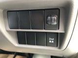 ヘッドライトの光軸調節ダイヤル、滑らかな発進をサポートする2nd発進スイッチ