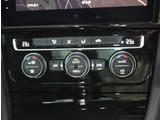 運転席と助手席の室温設定が別々にできるオートエアコン。室温設定は操作しやすいダイヤル式。