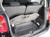 フル乗車でもしっかり荷物を収納出来るラゲッジスペースです。普段の買い物でしたらしっかり積める十分な荷室スペースを確保しています。