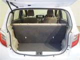 広々ラゲージスペースです!後部座席を倒せば容量アップ!