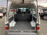 後席シートをたおすと更に広く使える荷室!大きい荷物を運ぶのに便利です!