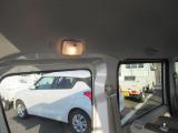 荷室に照明ついています。こちらの車両の詳細は当店中古車スタッフへお願いいたします。