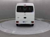 広い開口部とともに、リヤコンビネーションランプをバンパーに組み込むことによって床位置での広い開口幅を確保し、スペースを有効に利用できます。