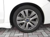 純正17インチアルミホイール装着!鉄ホイールと違って軽いので燃費にも影響してきます。 タイヤサイズ(215/50R17)☆