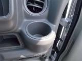 運転席・助手席ともに、手がすぐ届く場所にカップホルダーがございます^^