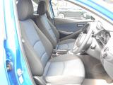 フロントシートは心地よいフィット感で快適にドライブを楽しんでいただけます。運転席、助手席にはシートヒーター付きで寒い日も快適です!