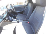 マツダのシートは高密度のウレタンを使用しています。その為面で身体を支え沈み込むことがありません。腰への負担が減り長距離ドライブも楽々です。