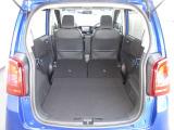 リアシートを収納するとフルフラットで広い荷室スペースとなります。大きな荷物やたくさん買物したアイテムなどを載せることができるので便利ですよ!