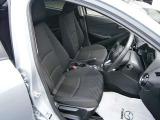 運転席の広々さを撮影してみました♪前席はとてもゆったりしていて、余裕のあるドライブができます☆座席シートの生地もやわらかすぎず、かたすぎず、ちょうどよい感触です☆