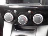 ★オートエアコン装備(^^♪★室温調整も楽々!快適な室温を素早く調整可能です。操作パネルやスイッチも上質で操作性も良好です。