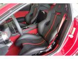 アルタンタラシートインナーディテールRosso 106,000円、スペシャルカラードステッチ Rosso 69,000円、シートベルトRosso 88,000円