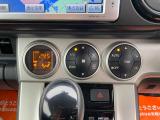 横一列に並んだエアコンスイッチ類!スピードメーターと統一されたデザインです!