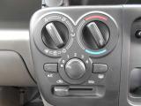 マニュアルエアコンです!ダイヤル式ですので簡単に操作が可能です!
