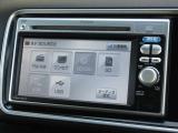 ギャザズメモリーナビ(VXM-118VS)が装着されております。AM、FM、CD、DVD再生、ワンセグTVがご使用いただけます。初めて訪れた場所でも道に迷わず安心ですね!