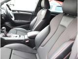 フロントシート フロントには運転席・助手席エアバッグ・サイドエアバッグ・カーテンエアバッグを標準装備。(ESP)横滑り防止装置&ABS搭載で悪路や雨天時の安全性も高い1台です。
