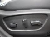 【パワーシート】電動でシートポジションの変更が可能です。手動式より細かくシート設定が可能ですのでより快適な姿勢でドライブを楽しんで頂けるでしょう。