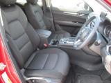 体をしっかりと支えてくれるシートは、SUVらしく頼もしいデザインです。