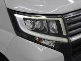 消費電力の少ないLEDヘッドランプを採用。豊かな光質と、自然光に近い光質で、夜間のドライブの安全をサポートします。