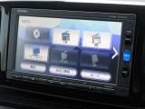 こちらの車両は交通、天気予報などの情報が取得できるインターナビ、VXM164CSIナビゲーションを装備しております。ラジオ、CD、ワンセグTV、Bluetoothにも対応しております
