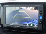 ギアをリバース(バック)に入れるとナビ画面に後方の様子が映る『リアカメラ』を装備しております。死角になる後方をナビ画面で確認できるので、駐車時にあるとうれしい装備です