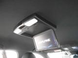 天井には大型のモニターを装備!もちろん走行中でもTVやDVDの視聴が可能です!渋滞時でも快適に過ごせます!映画1本見終わる頃には目的地に到着!なんてことも!これは嬉しいですね♪