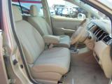 運転される全員が、お好みのポジションで運転できる高さ調節付きの運転席!