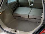 リヤシートを前に倒すと、フラットで使いやすいラゲージスペースになります。