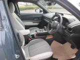 フロントシートは心地よいフィット感と程よいホールド性能を両立させ、今までになく快適にドライブを楽しんでいただける、マツダ自慢のシートです。