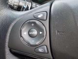 ステアリングから手を離さずにオーディオの操作ができる『オーディオリモートコントロールスイッチ』が付いています!運転中でも簡単にオーディオの操作ができます!人気装備です!