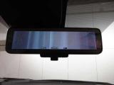 ルームミラーに液晶モニターを搭載し、車体後部のカメラ映像とミラーとを瞬時に切り替えることができる世界初の技術「スマートルームミラー」を開発!