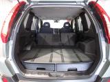 後席を折りたたむととても広い荷室になります。荷物もしっかり積み込めます!