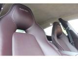 ハイクラスサルーンの証であるシートベンチレーション&シートヒーターを装備!フロントのみならずリアシートにも装備する。左右独立して温度調節が可能。