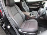 【運転席】電動シートにもなっており、レザーの高級感も伝わってきますね!
