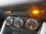 快適装備のオートエアコンが装備されています!!ハンドルヒーターにシートヒーターが運転席・助手席に装備されております!!1年を通して活躍してくれて、車内での快適性もUPします!!
