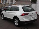 VWの人気SUV、ティグアンTSIハイライン入庫いたしました。DCCパッケージ付きの希少な1台です。内外装や認定中古車保証についてなど、お気軽にお問い合わせください!