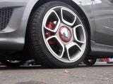 純正17インチAW! 205/40R17のタイヤサイズで硬く引き締まりながらKONIダンパーでしなやかな乗り味。