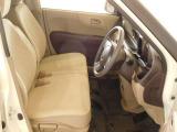 運転席は、ゆったりベンチシート!運転も快適ですよ!インパネオートマは操作がとてもしやすいですよ☆充実装備で当店お勧めの一台ですよ。