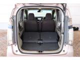 両側ともシートを倒せばより広い荷室に!たくさん荷物をのせることができます。