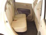 後席も余裕の広さ!ゆったりくつろげます!!これなら長距離ドライブも快適です。