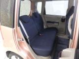 後部席は、厚みのあるシートクッションで、乗り心地が良いですよ