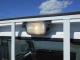 荷台を照らす作業灯付き