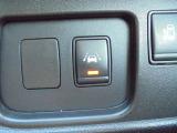 車線逸脱警報搭載!意図せず走行車線を逸脱しそうな場合、メーター内ディスプレイへの警告とブザーで注意喚起してくれます!