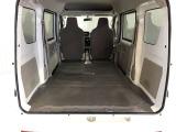 シートを倒すと広く荷室を使っていただけます!タイヤハウスの凹凸がないのでダンボールなど積みやすいです!