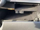 【グローブボックス】グローブボックス内にはETC2.0車載器が装備されております。普段外部から見えない位置に御座いますので、ご安心してお使え頂けます。