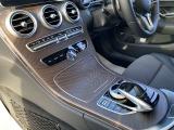 ブラウンアッシュウッドインテリアトリムが上質な車内空間を演出いたします。
